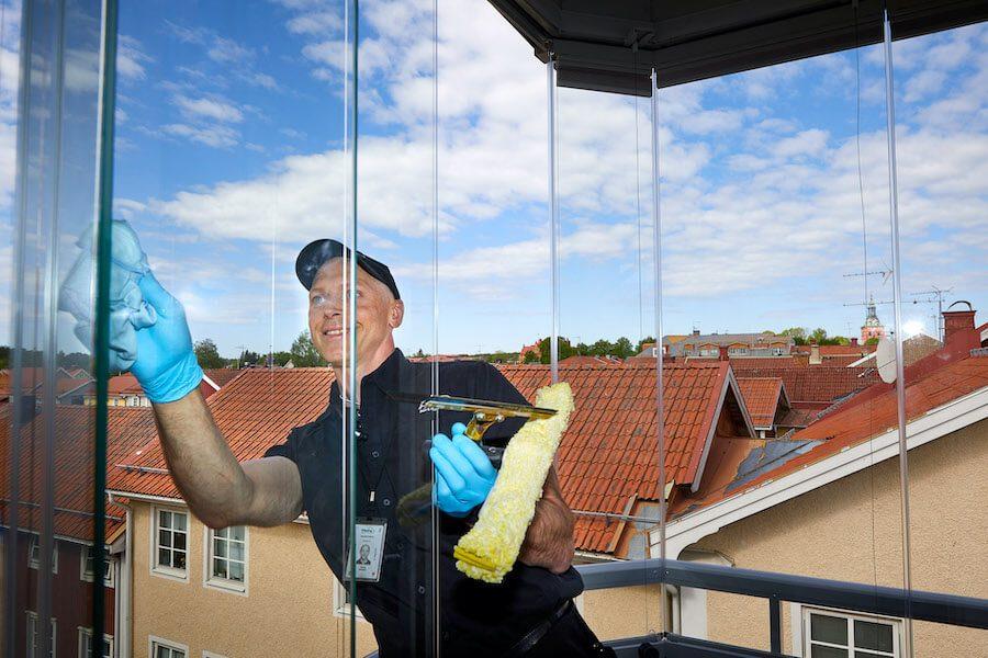 fönstertvätt-inglasad-balkong